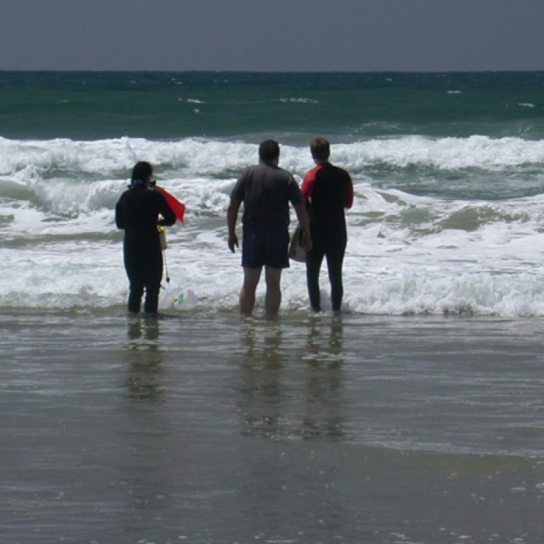 Since the water was rather cold none of us non-wetsuited individuals were daft enough to go in and help.