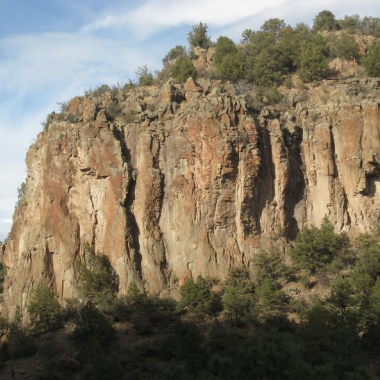 We made several roadside stops to discuss the interesting geology of eastern Arizona and examine the features up close.