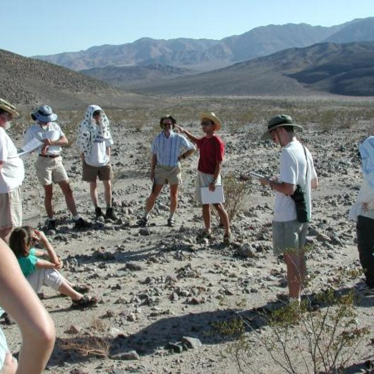 After this diversion we entered Death Valley. At Shoreline Butte, Felipe discussed Pleistocene lakes and palaeoshorelines.