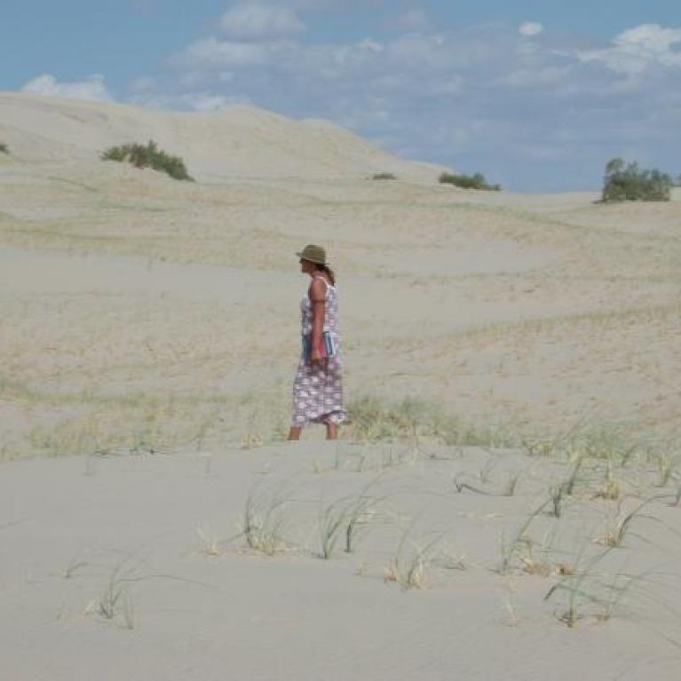 Ingrid and Gwen showed us the Kelso Dunes, which failed to boom for us.