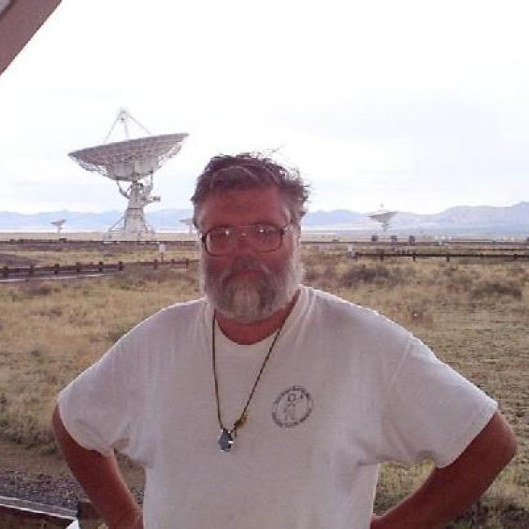 We stopped for lunch at the Very Large Array. You'd think astronomers would be better at coming up with names from things than this, but no. Jonathan talked about this array of 25m radio telescopes and its connections to SETI and Jodie Foster's Contact. This project was completed ahead of schedule and under budget. Tourists in the visitors' centre seemed to enjoy Jonathan's talk.