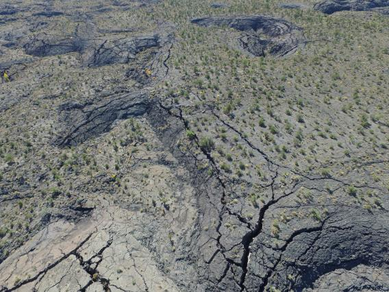 Fractured margins of the McCartys lava flow field in New Mexico. (Photo: C. Hamilton)